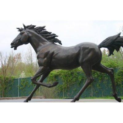 Záhradní bronzová socha - Bežíci kun