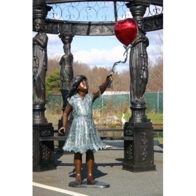 Záhradní bronzová socha - Dívka s balonem