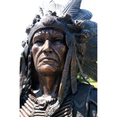 Záhradní bronzová socha - Indiánsky náčelník držíci oštěp