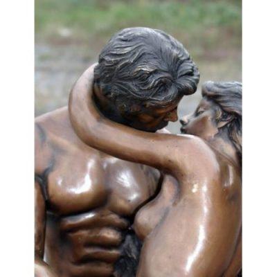 Záhradní bronzová socha - Malá socha líbaní