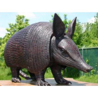 Záhradní bronzová socha - Pásovec