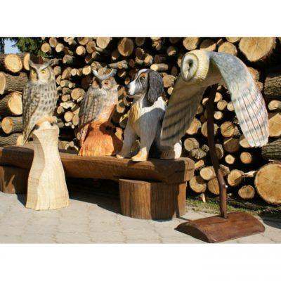 Dřevěná sova a pes