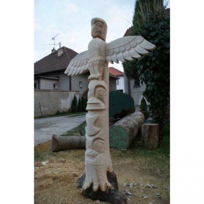 Zahradní dřevěná socha -Vysoký dřevěný totem