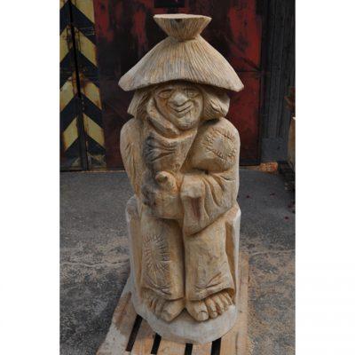 Zahradní dřevěná socha - Zamyšlený dřevěný vodník