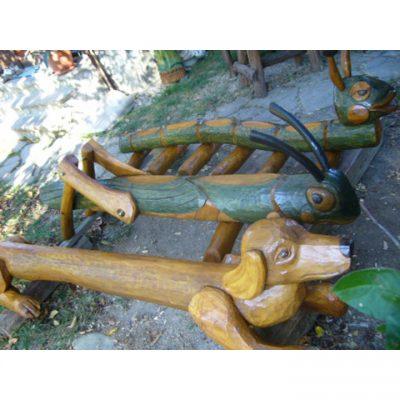 zahradni-drevena-socha-zviratka-pro-detske-ihriste
