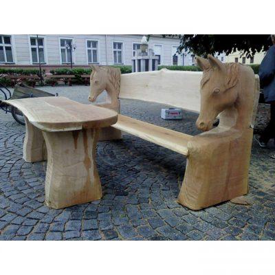 Koňská dřevěná lavička