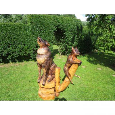 Zahradní dřevěná socha - Vlk s vlčetem