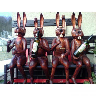 Zahradní dřevěná socha - Veselý zajíci